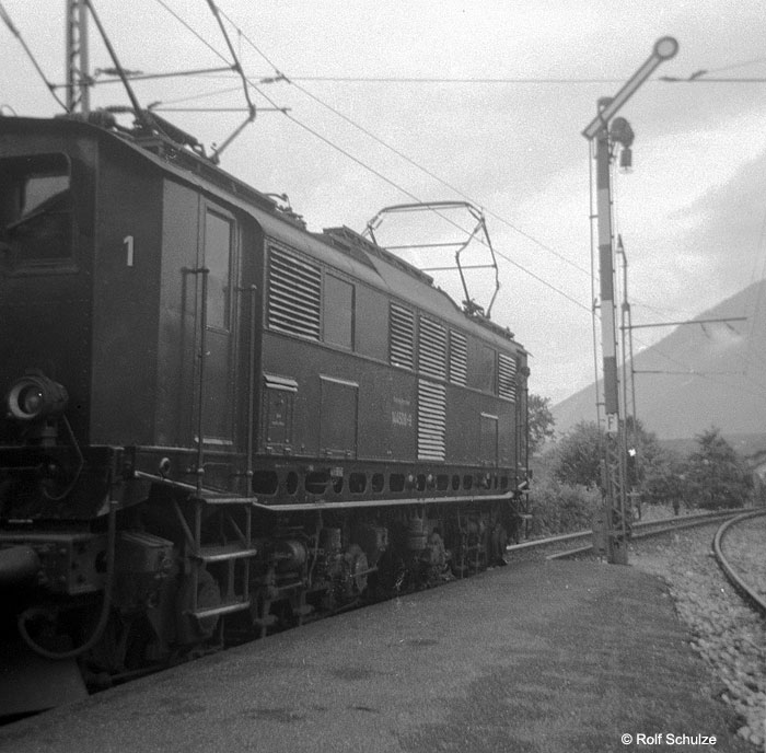 http://www.traktionswandel.de/pics/foren/hifo/1968/1968-07_A16-03_144508-9_BwFreilassing_GrossGmain.jpg