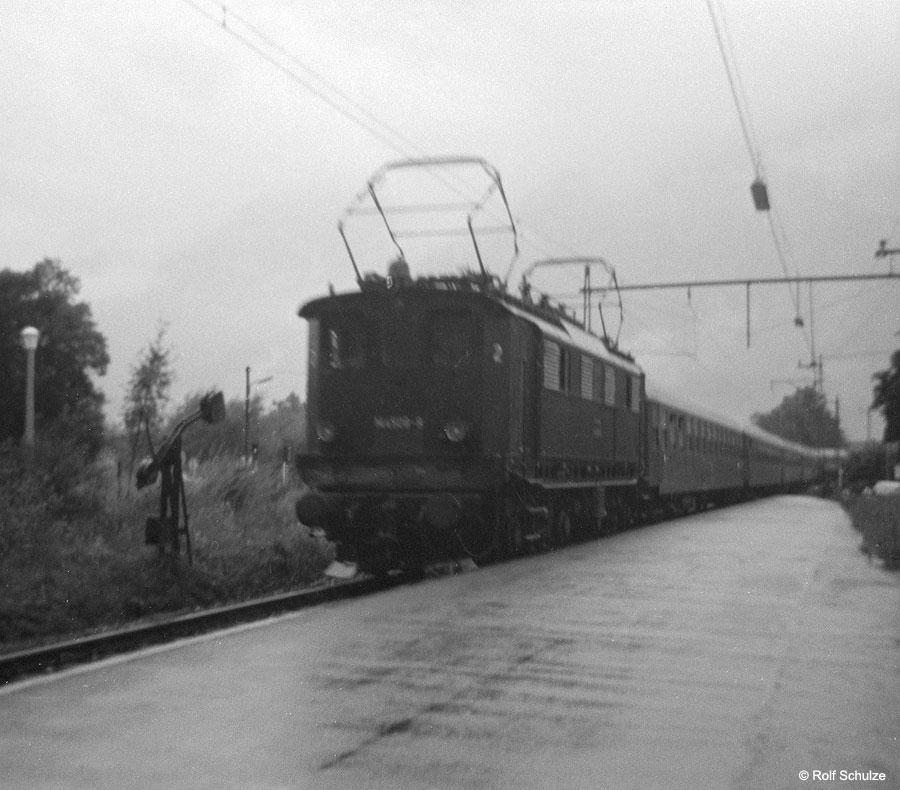 http://www.traktionswandel.de/pics/foren/hifo/1968/1968-07_A16-05_144508-9_BwFreilassing_D_BayerischGmain.jpg