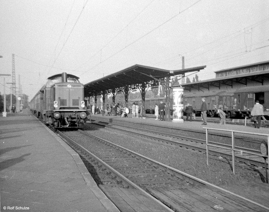 http://www.traktionswandel.de/pics/foren/hifo/1968/1968-08-26_A16-07_212_BwHanau_P_Frankfurt-Mainkur.jpg