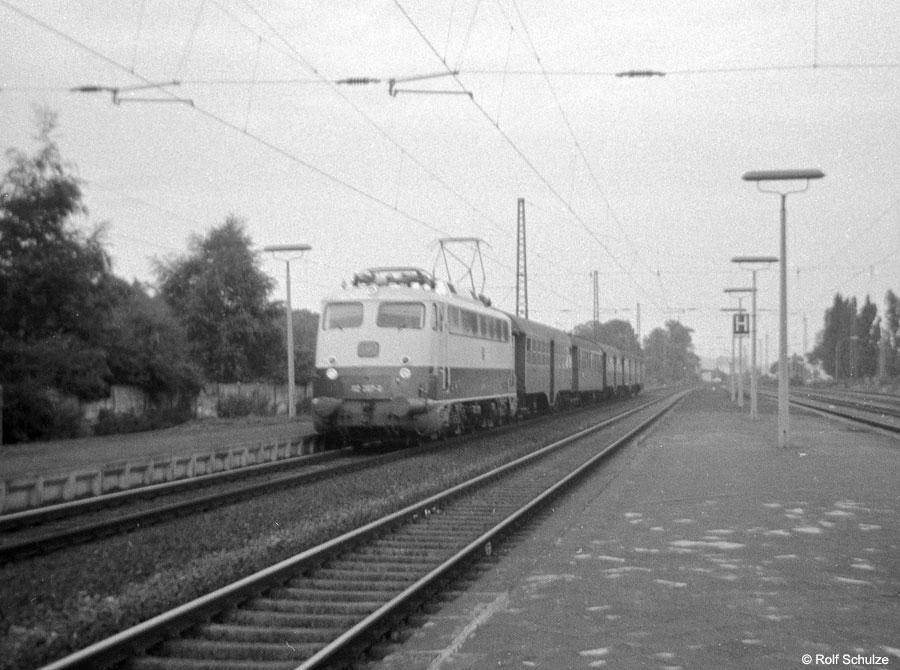http://www.traktionswandel.de/pics/foren/hifo/1968/1968-08-26_A16-08_112_P_Frankfurt-Mainkur.jpg