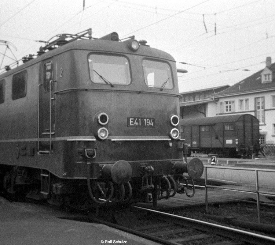 http://www.traktionswandel.de/pics/foren/hifo/1968/1968-08-26_A16-11_E41194_BwFrankfurt-M-1_P_Frankfurt-Mainkur.jpg