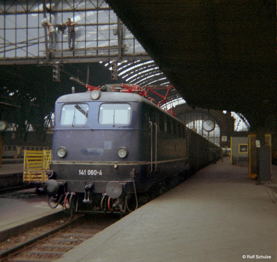 http://www.traktionswandel.de/pics/foren/hifo/1968/1968-08-27_B05-01_141060-4_BwOffenburg_Frankfurt-M-Hbf_900.jpg