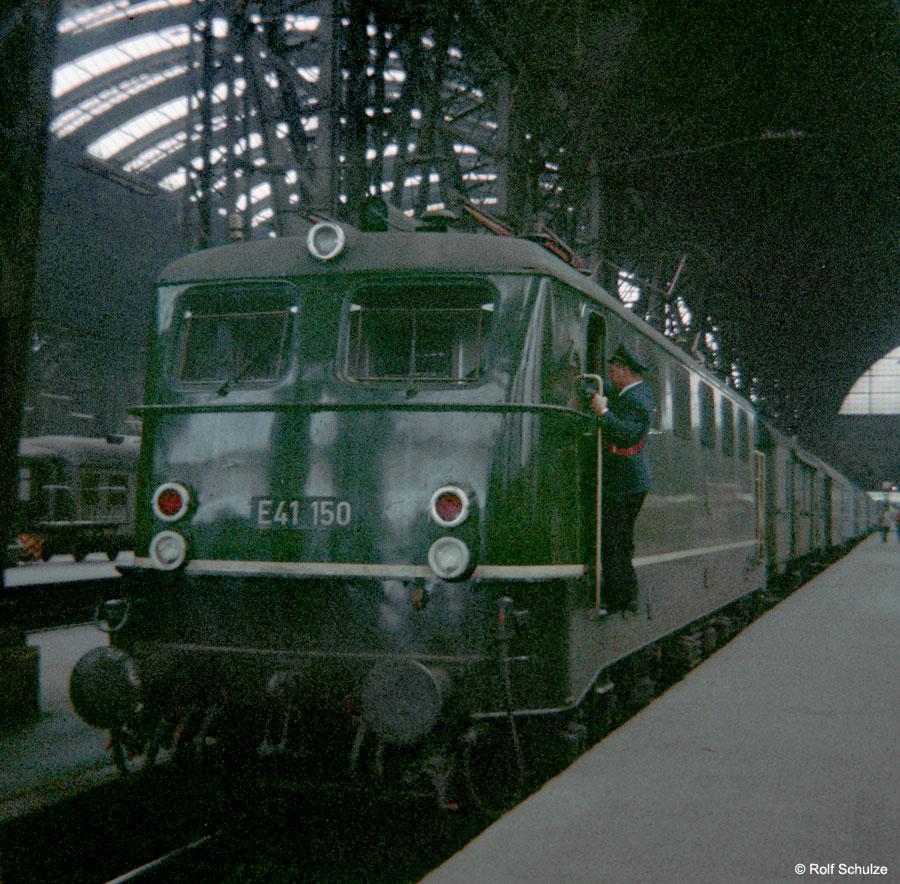 http://www.traktionswandel.de/pics/foren/hifo/1968/1968-08-27_B05-02_E41150_BwFrankfurt-M-1_P_Frankfurt-M-Hbf_900.jpg