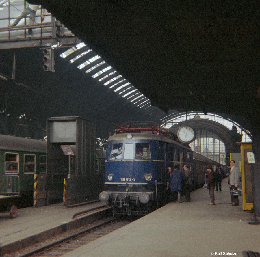 http://www.traktionswandel.de/pics/foren/hifo/1968/1968-08-27_B05-04_119012-3_BwHagen-Eckesey_P1737_Frankfurt-M-Hbf.jpg
