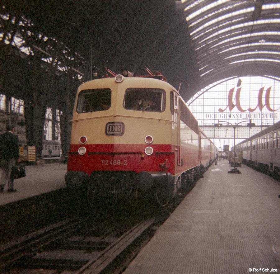 http://www.traktionswandel.de/pics/foren/hifo/1968/1968-08-27_B05-09_112488-2_TEE77-Helvetia_Frankfurt-M-Hbf_900.jpg