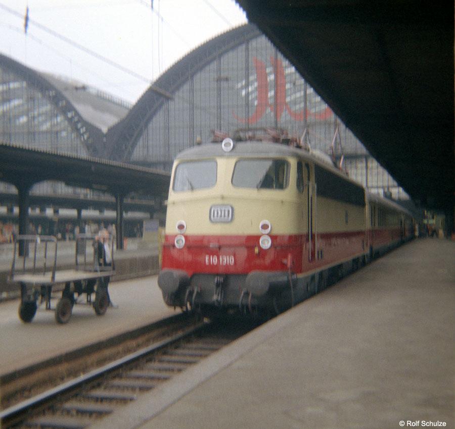 http://www.traktionswandel.de/pics/foren/hifo/1968/1968-08-27_B05-11_E101310_BwFrankfurt-M-1_TEE77-Helvetia_Frankfurt-M-Hbf_900.jpg
