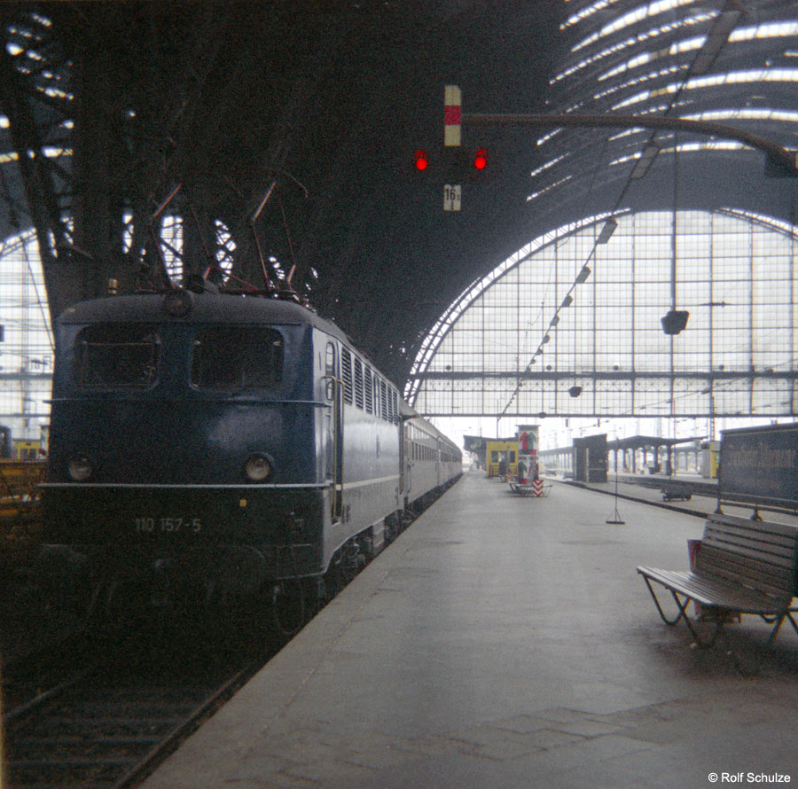 http://www.traktionswandel.de/pics/foren/hifo/1968/1968-08-27_B05-16_110157-5_BwFrankfurt-M-1_Frankfurt-M-Hbf.jpg