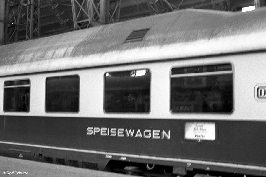 http://www.traktionswandel.de/pics/foren/hifo/1968/1968_A12-40_Frankfurt-Hbf_Rheingold-Speisewagen.jpg