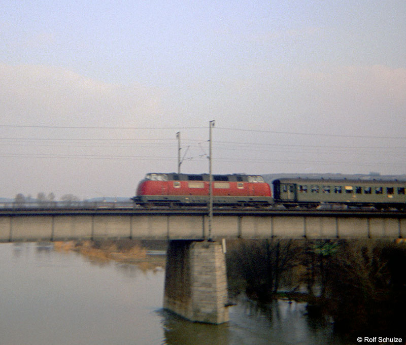 http://www.traktionswandel.de/pics/foren/hifo/1969/1969-04-03_B02-01_V200_BwWuerzburg_E_Wuerzburg-Sued.jpg