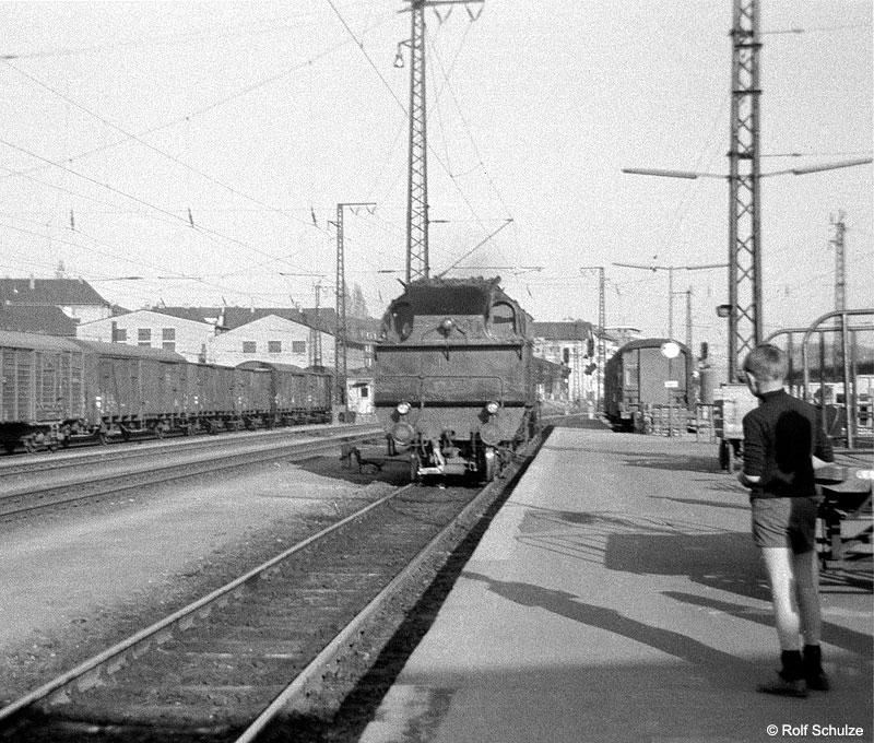 http://www.traktionswandel.de/pics/foren/hifo/1969/1969-04-10_A02-02_078303-5_BwSWFT_P_WuerzburgHbf_800.jpg