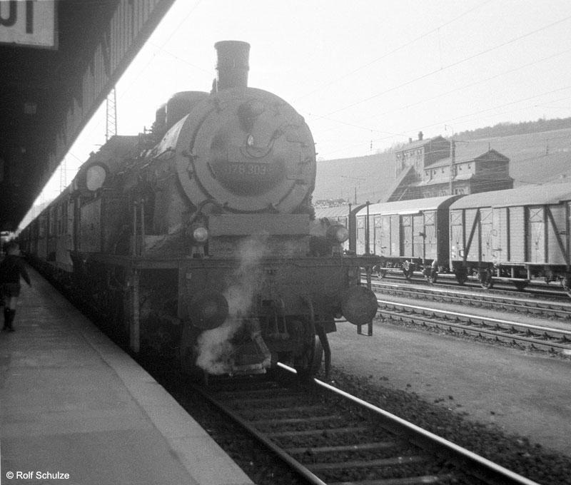 http://www.traktionswandel.de/pics/foren/hifo/1969/1969-04-10_A02-04_078303-5_BwSWFT_P_WuerzburgHbf_800.jpg