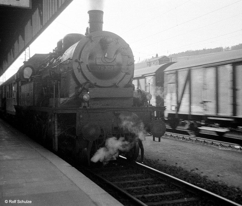 http://www.traktionswandel.de/pics/foren/hifo/1969/1969-04-10_A02-06_078303-5_BwSWFT_P_WuerzburgHbf_800.jpg