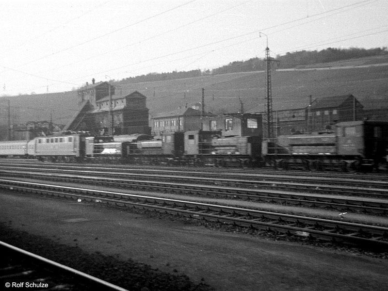 http://www.traktionswandel.de/pics/foren/hifo/1969/1969-04-10_A02-09_150_Schienenschleifzug_800.jpg