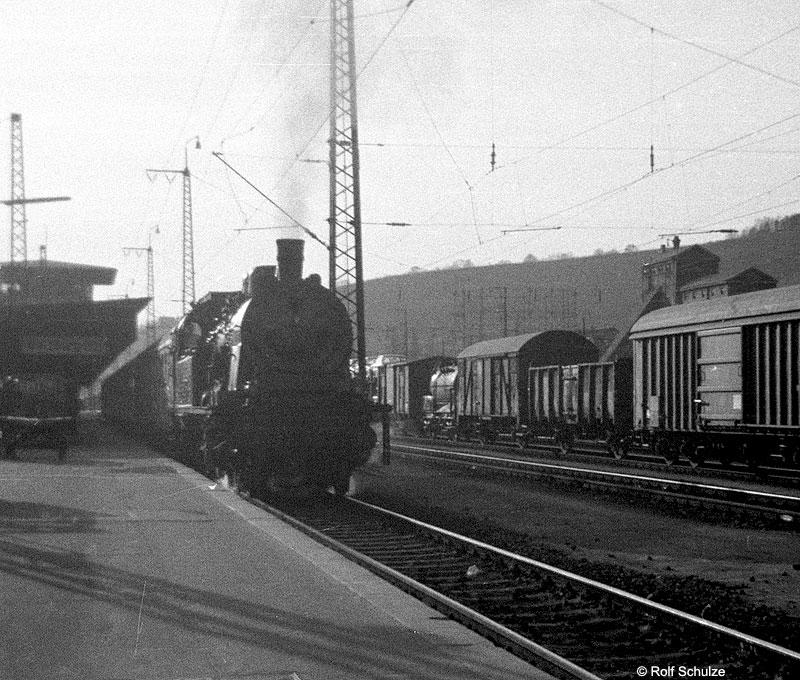 http://www.traktionswandel.de/pics/foren/hifo/1969/1969-04-10_A02-11_078303-5_BwSchweinfurt_P_WuerzburgHbf-Ausf_800.jpg