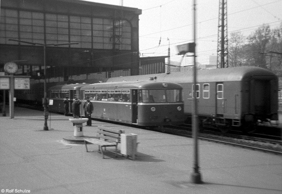 http://www.traktionswandel.de/pics/foren/hifo/1969/1969-05_A04-01_795_P_MainzHbf_900.jpg
