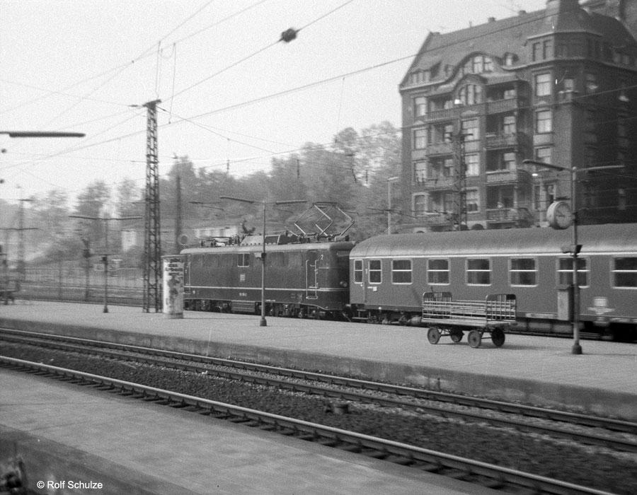 http://www.traktionswandel.de/pics/foren/hifo/1969/1969-05_A04-02_110_D320_ManizHbf_900.jpg