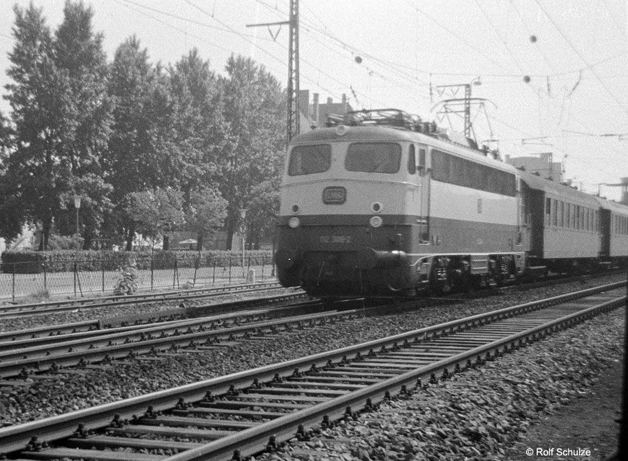 http://www.traktionswandel.de/pics/foren/hifo/1969/1969-05_A04-03_112308-2_BwFrankfurt-M-1_E_Bingen_900.jpg