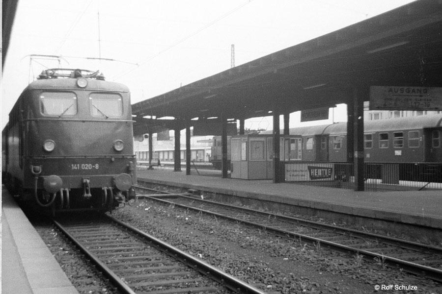 http://www.traktionswandel.de/pics/foren/hifo/1969/1969-07-26_A23-01_141020-8_BwOffenburg_Pforzheim_900.jpg