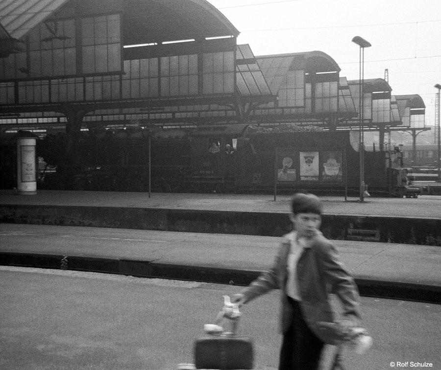 http://www.traktionswandel.de/pics/foren/hifo/1969/1969-07-26_A23-04_050699-8_DarmstadtHbf_900.jpg
