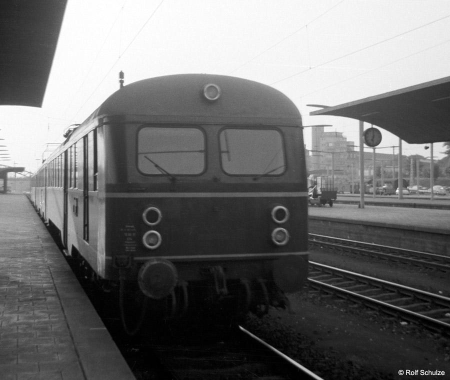 http://www.traktionswandel.de/pics/foren/hifo/1969/1969-08-07_A23-09_425_HeidelbergHbf_900.jpg