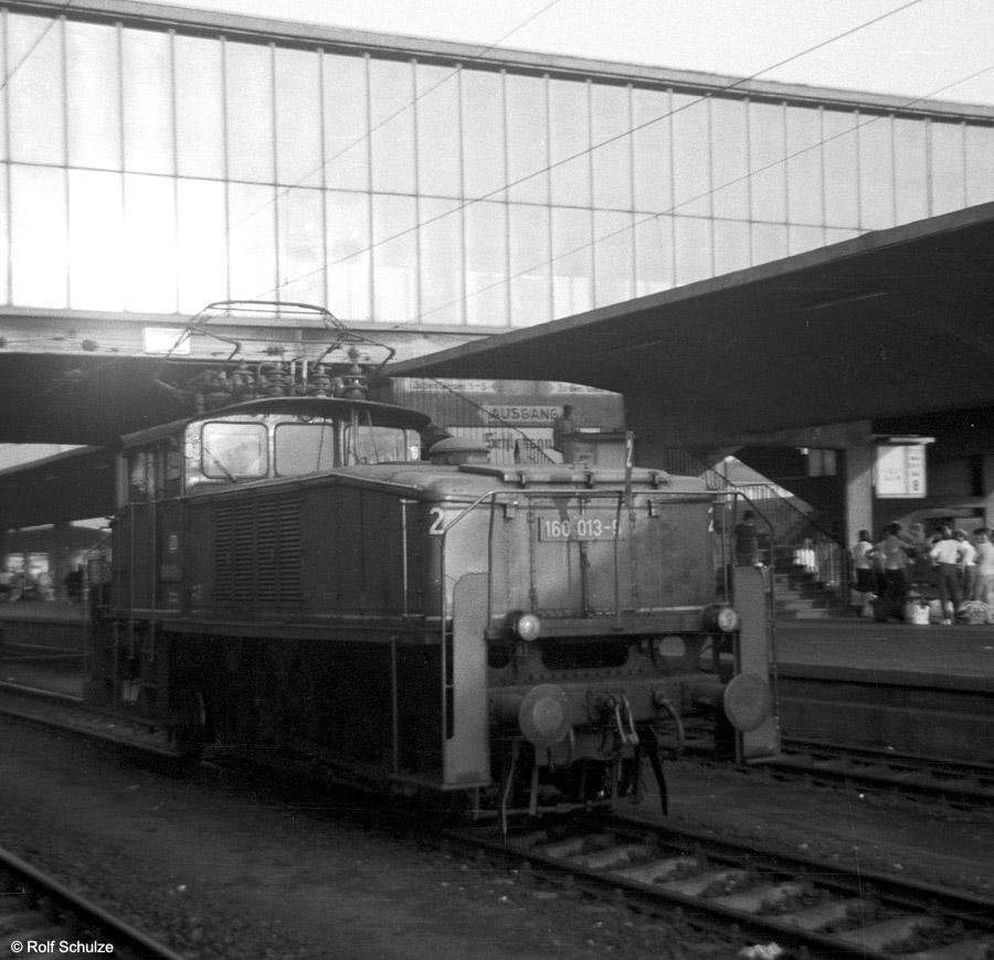 http://www.traktionswandel.de/pics/foren/hifo/1969/1969-08-07_A23-10_160013-9_BwHeidelberg_HeidelbergHbf.jpg