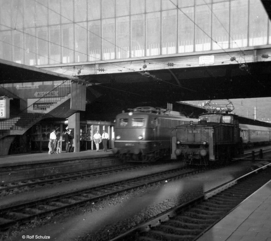 http://www.traktionswandel.de/pics/foren/hifo/1969/1969-08-07_A23a-03_110_160013-9_HeidelbergHbf_900.jpg