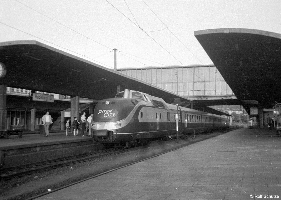 http://www.traktionswandel.de/pics/foren/hifo/1969/1969-08-07_A23a-06_601_IC-Prinzregent_HeidelbergHbf_900.jpg