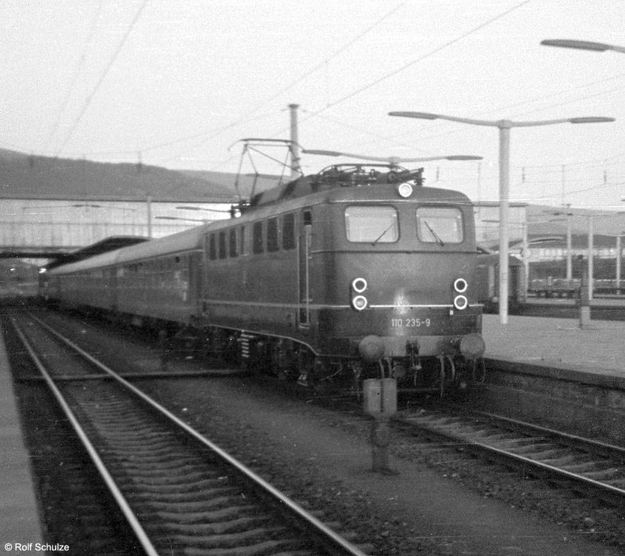 http://www.traktionswandel.de/pics/foren/hifo/1969/1969-08-07_A23a-07_110235-9_BwStuttgart_F-Zug-Rheinblitz_HeidelbergHbf_900.jpg