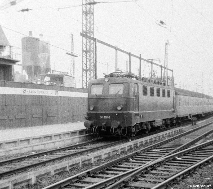 http://www.traktionswandel.de/pics/foren/hifo/1969/1969-08_A20-01_141108_BwMainz_P_Frankfurt-M-Hbf_900.jpg