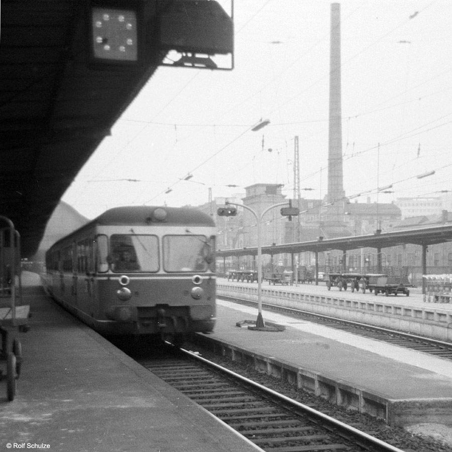 http://www.traktionswandel.de/pics/foren/hifo/1969/1969-08_A20-08_Vt_Frankfurt-M-Hbf_900.jpg