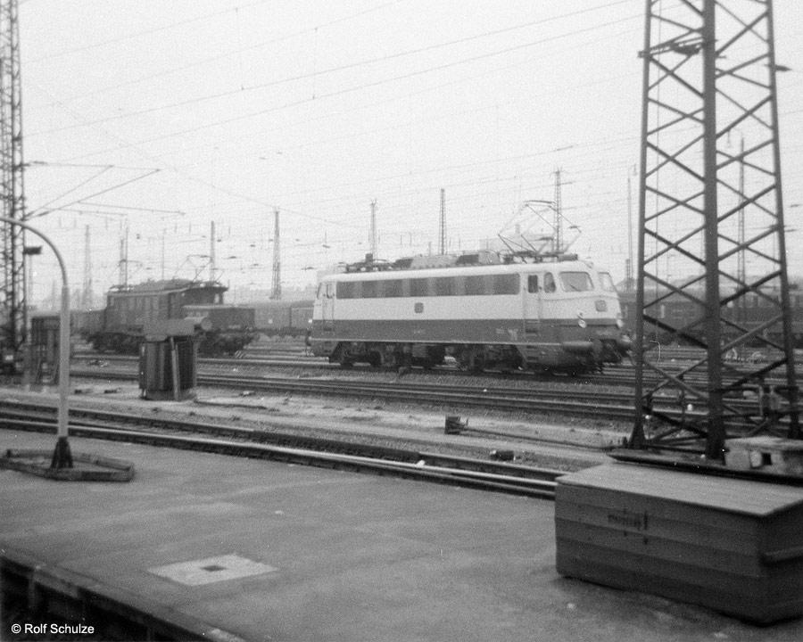http://www.traktionswandel.de/pics/foren/hifo/1969/1969-08_A20-09_194_112_Frankfurt-M-Hbf_900.jpg