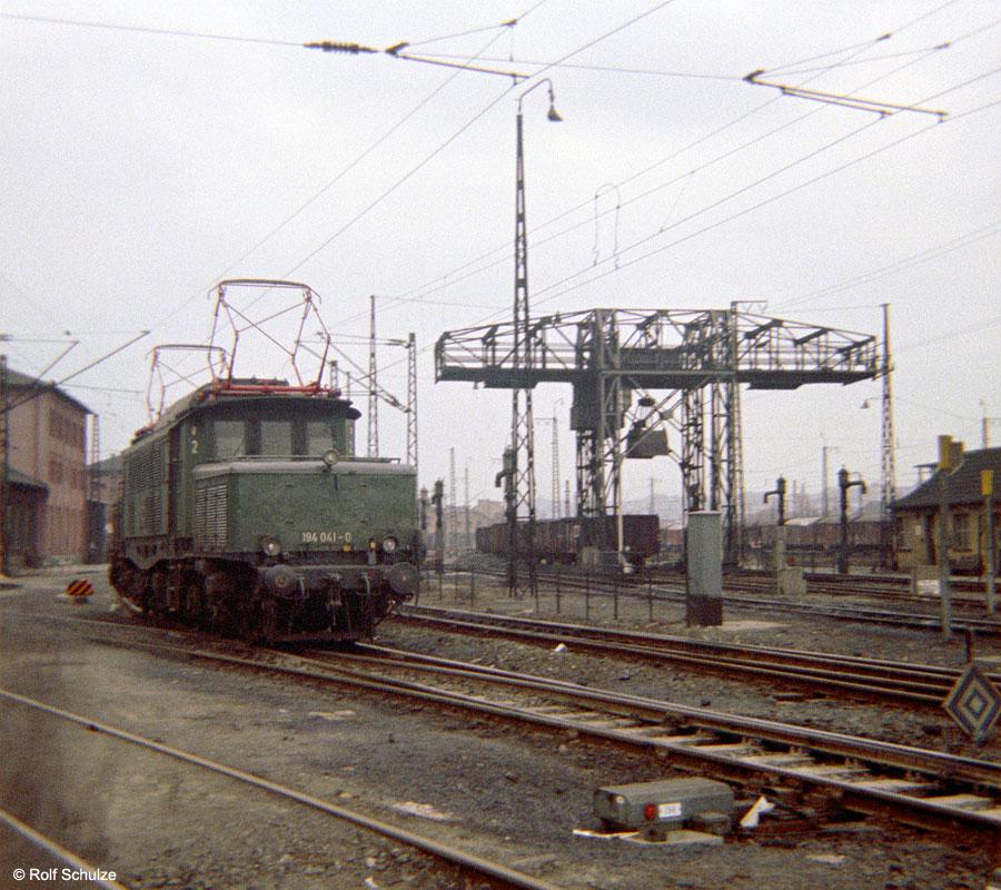 http://www.traktionswandel.de/pics/foren/hifo/1969/1969-12_B06-03_194041-0_BwAugsburg_imBwWuerzburg_900.jpg