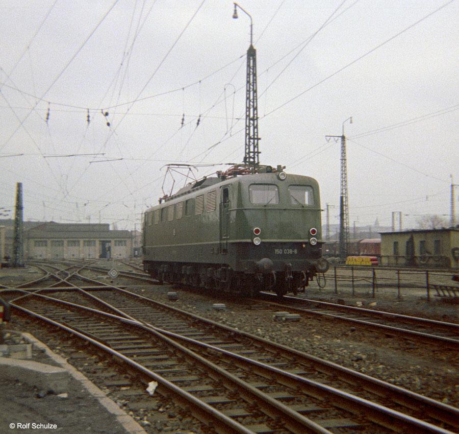 http://www.traktionswandel.de/pics/foren/hifo/1969/1969-12_B06-04_150038-8_BwWuerzburg_dort_900.jpg