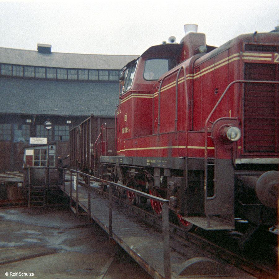 http://www.traktionswandel.de/pics/foren/hifo/1969/1969-12_B06-05_260178-9_BwWuerzburg_dort-Drehscheibe_900.jpg