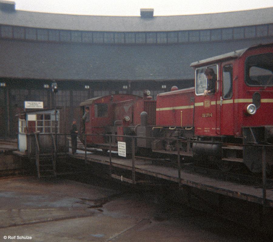 http://www.traktionswandel.de/pics/foren/hifo/1969/1969-12_B06-10_332271-6_BwWuerzburg_dort-Drehscheibe_900.jpg