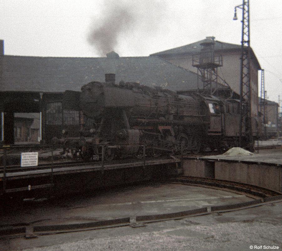 http://www.traktionswandel.de/pics/foren/hifo/1969/1969-12_B06-15_051340-9_BwSchweinfurt_imBwWuerzburg_Drehscheibe_900.jpg
