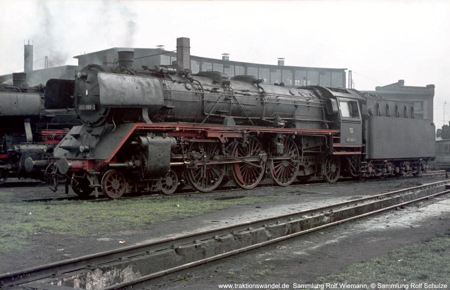 http://www.traktionswandel.de/pics/foren/hifo/1970-03-27_003088-2_BwUlm_dort_rolfwiemann.jpg