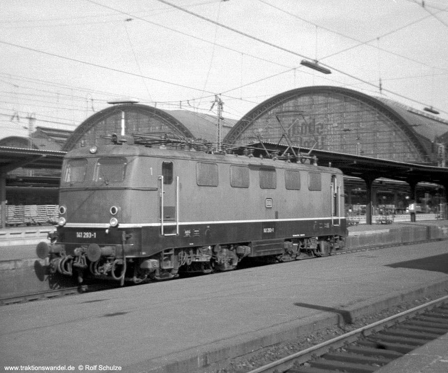 http://www.traktionswandel.de/pics/foren/hifo/1970-06_A39-10_141293-1_BwBebra_Frankfurt-m-Hbf.jpg