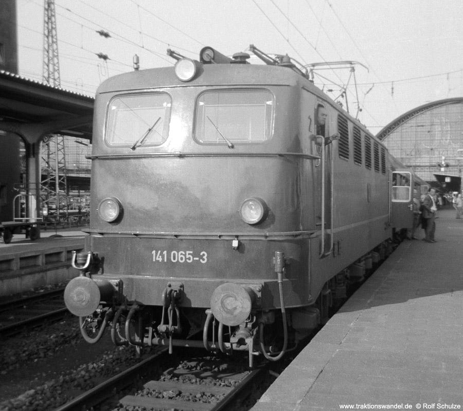 http://www.traktionswandel.de/pics/foren/hifo/1970_A03-14_141065-3_BwFFM-1_Frankfurt-Hbf.jpg