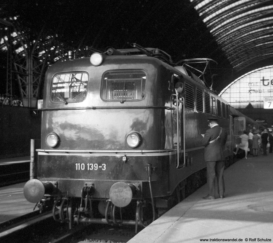 http://www.traktionswandel.de/pics/foren/hifo/1970_A03-16_110139-3_BwFFM-1_Frankfurt-M-Hbf.jpg
