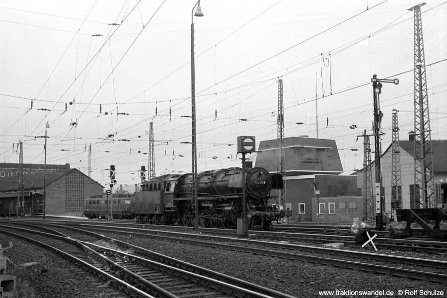 http://www.traktionswandel.de/pics/foren/hifo/1971-06-12_A46-15A_044571-8_Bwottb_Goettingen_900.jpg