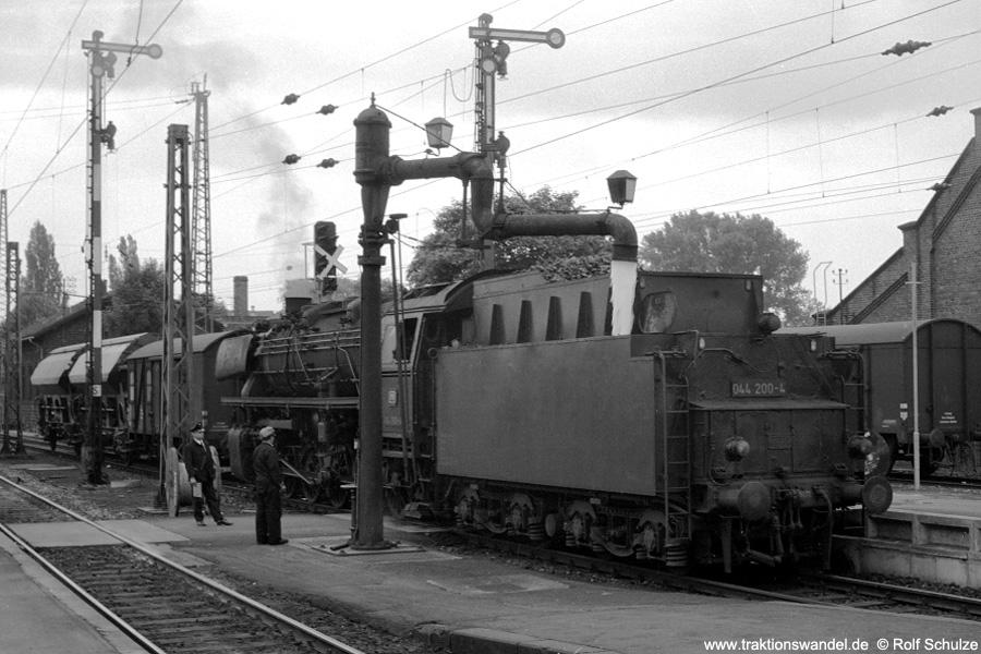 http://www.traktionswandel.de/pics/foren/hifo/1971-06-12_A46-16A_044200-4_BwOttbergen_Goettingen_900.jpg