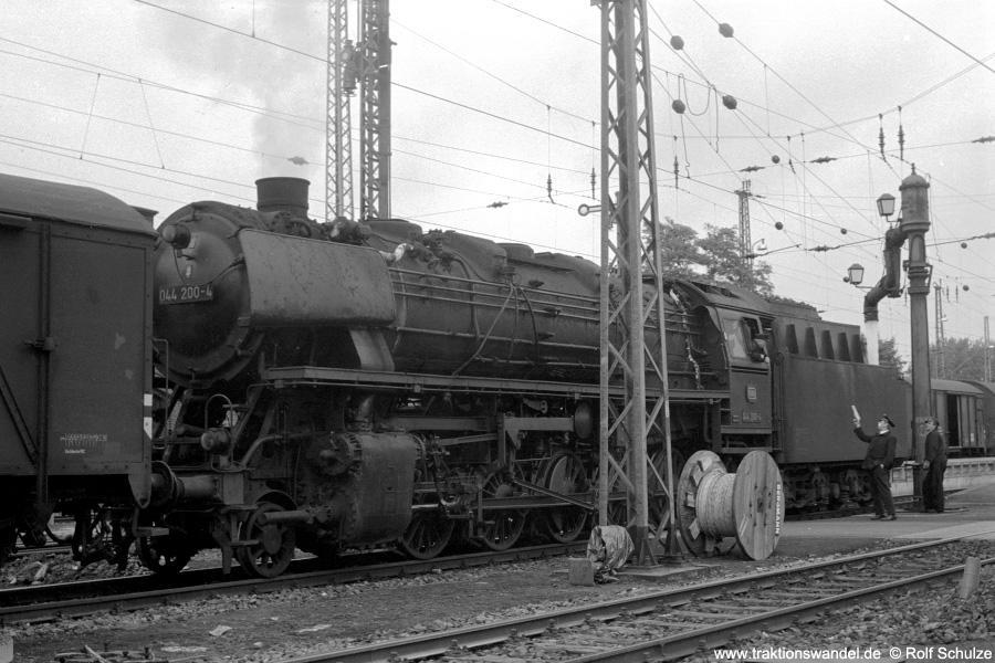 http://www.traktionswandel.de/pics/foren/hifo/1971-06-12_A46-18A_044200-4_Bwottb_Ng_Goettingen_900.jpg