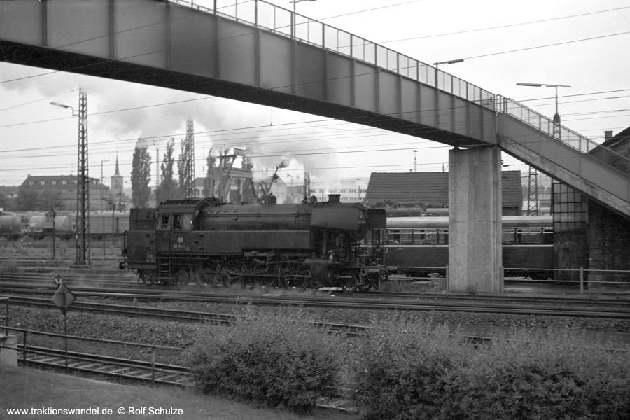 http://www.traktionswandel.de/pics/foren/hifo/1971-06-17_A47-22_065018-4_BwAburg_dort-Fahrt-ins-Bw.jpg
