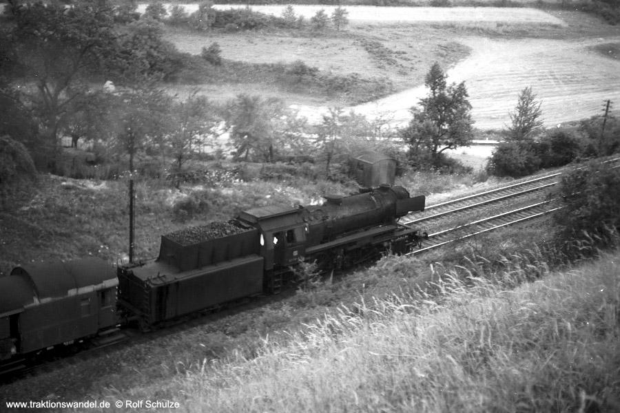 http://www.traktionswandel.de/pics/foren/hifo/1971-07-21_A50-18_023012-8_BwCrail_N3897_beiWuerzbg-Hf-West.jpg