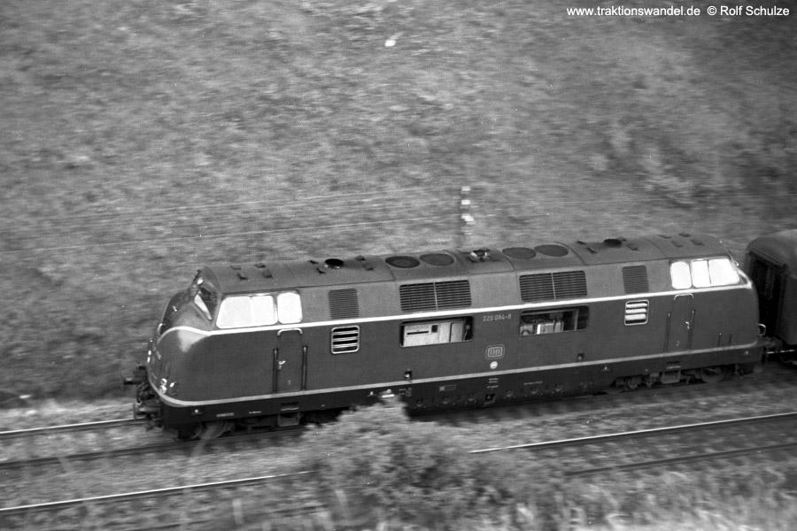 http://www.traktionswandel.de/pics/foren/hifo/1971-07-21_A50-20_220084-8_BwWuerzbg_E_b-Wuerzbg-Hf-West.jpg