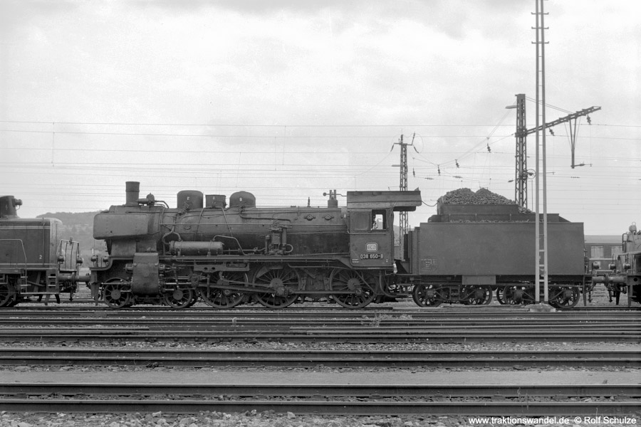 http://www.traktionswandel.de/pics/foren/hifo/1971-08-07_A53-19_038650-0_BwTuebingen_dort.jpg