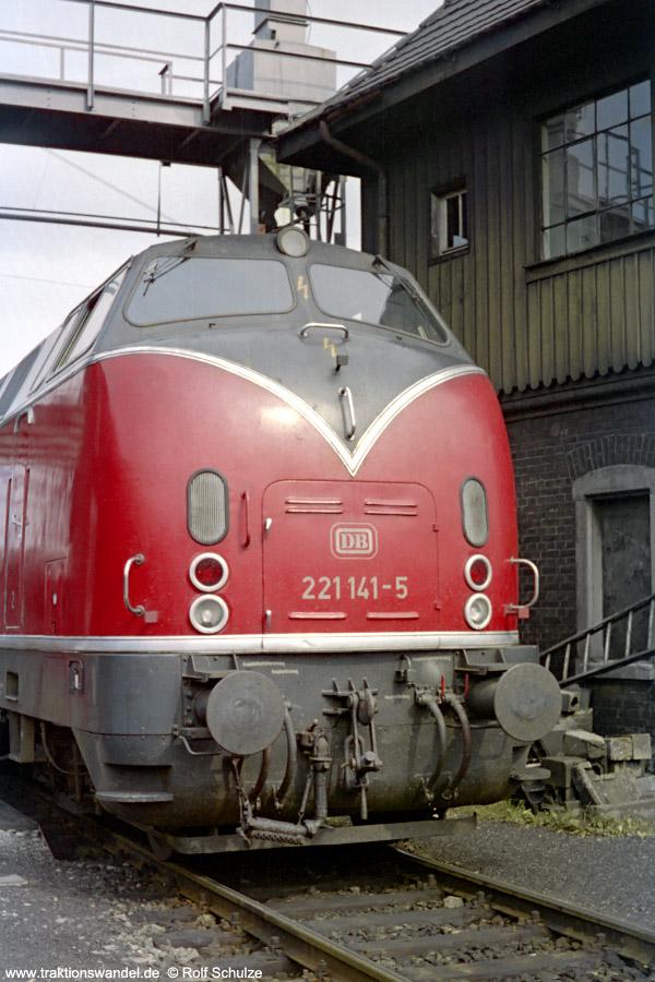 http://www.traktionswandel.de/pics/foren/hifo/1971-08-07_B22-24_221141-5_Bw-Kempten_BwUlm.jpg