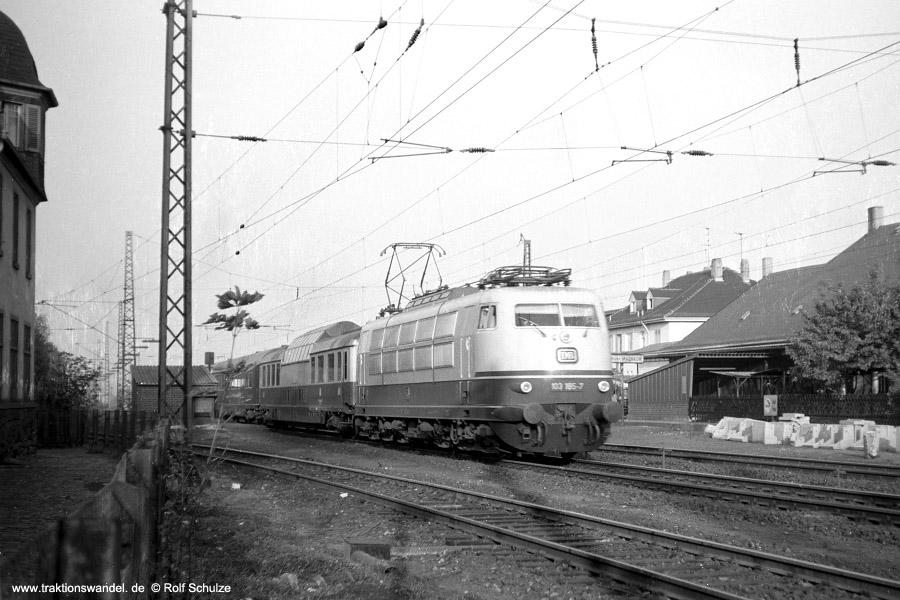 http://www.traktionswandel.de/pics/foren/hifo/1971-10-00_A58-37_103165-7_BwMuenchenHbf_IC106-Rheinpfeil_Ffm-Mainkur.jpg