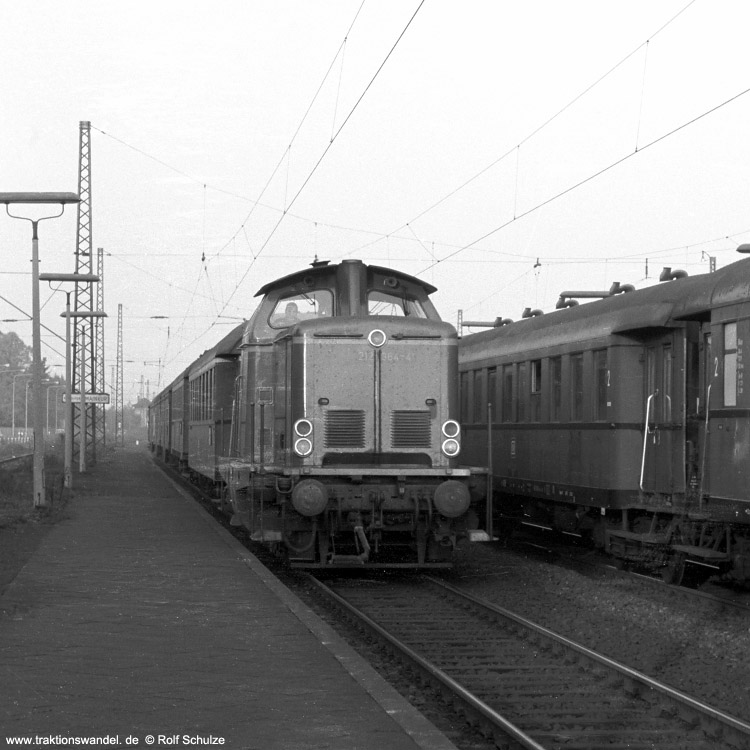 http://www.traktionswandel.de/pics/foren/hifo/1971-10-02_A58-43_212364-4_BwHanau_N_Ffm-Mainkur750.jpg